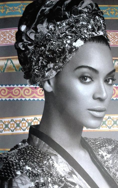 Beyonce-Tour-Book-5