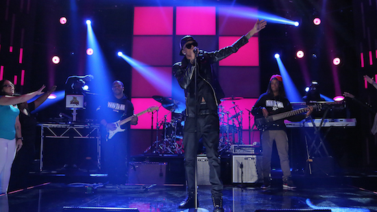 Video: August Alsina – Make It Home / I Luv This Shit (Live On Arsenio Hall)